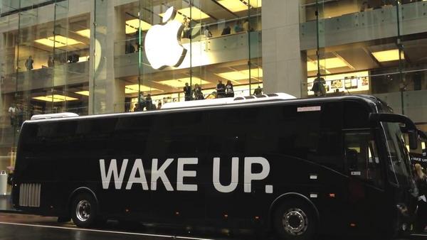 بیدار شو,معترض