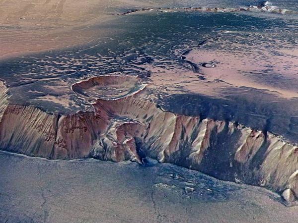 پرتگاه های مریخ