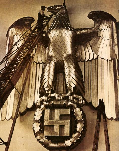 صیقل دادن عقاب نازیها