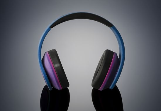 color_cm_and_rubber_headphones