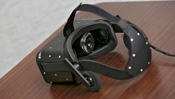 3036047-slide-s-8-oculus-inches-closer-to-the-virtual-reality-dream