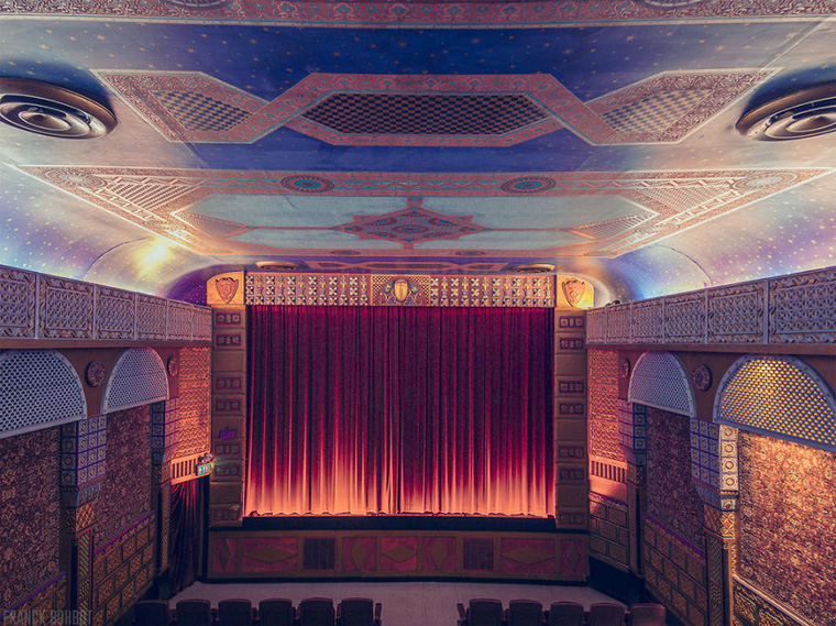 cinemas-interior-grand-lake-theatre__880