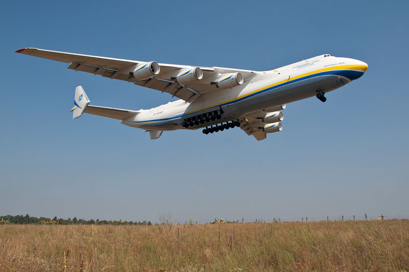 the-largest-airplane-ever-built-antonov-an-225-mriya-9