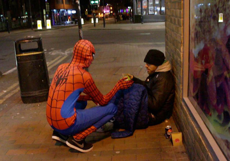 spider-man-helps-feeds-homeless-birmingham-uk-5