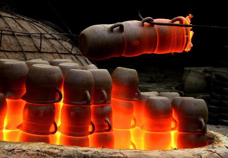Dark Enameled Pottery Making In China