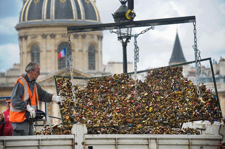 Paris 'Love Locks' Removed