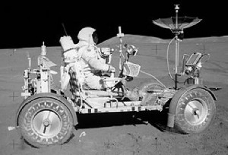 320px-Apollo15LunarRover2-300x204