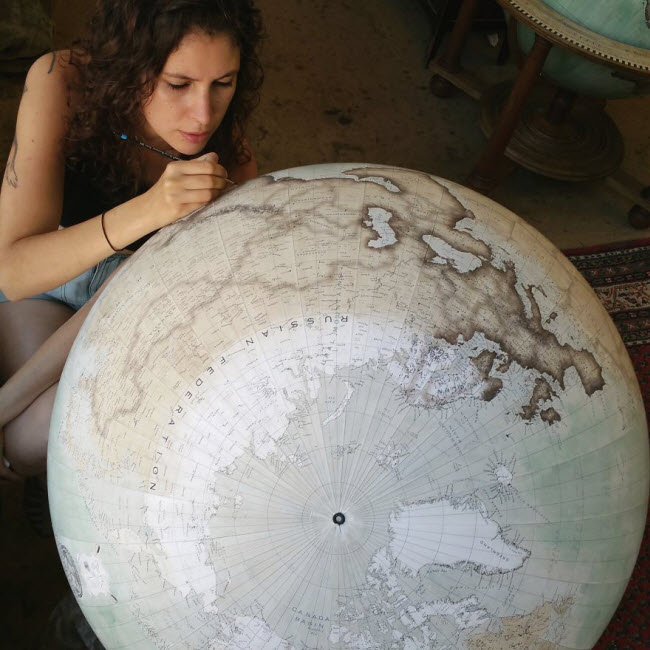 One-of-the-Worlds-Only-Globe-Making-Studios-Celebrates-the-Ancient-Art-of-Handcrafted-Globes7__880