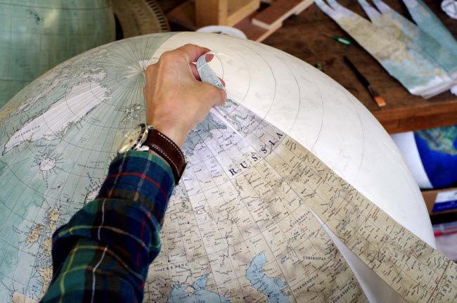 This-Job-Exists-In-the-Studio-With-One-Of-The-Worlds-Last-Remaining-Globe-makers3__880