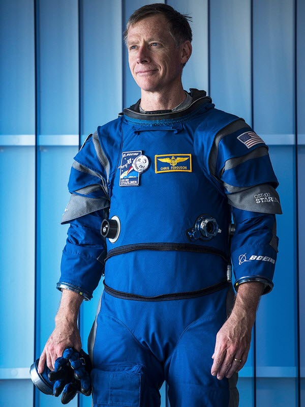 heres-former-astronaut-chris-ferguson-one-of-its-designers-wearing-the-device-the-gloves-are-compatible-with-touch-screens